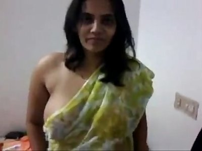 indian desi aunty milk cans and pussy