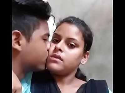 Desi school lovers hot smooch